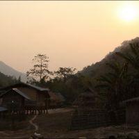 003-Лаос-деревня-в-горах
